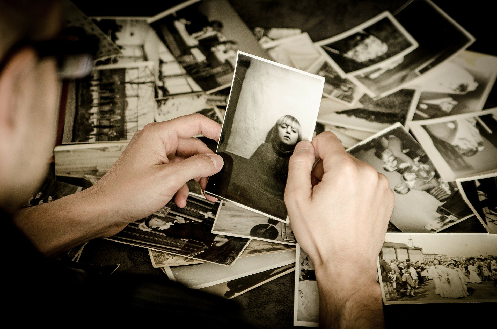 Memories As Untrustworthy Emotions